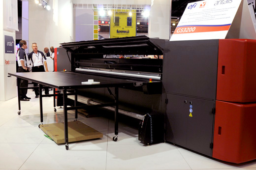 The EFI VUTEk GS3200 UV combo flatbed printer, comparison with similar UV printers in the market