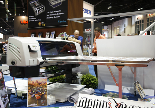 photo of Gerber Solara UV2 roll-to-roll and hybrid flated UV-curing inkjet