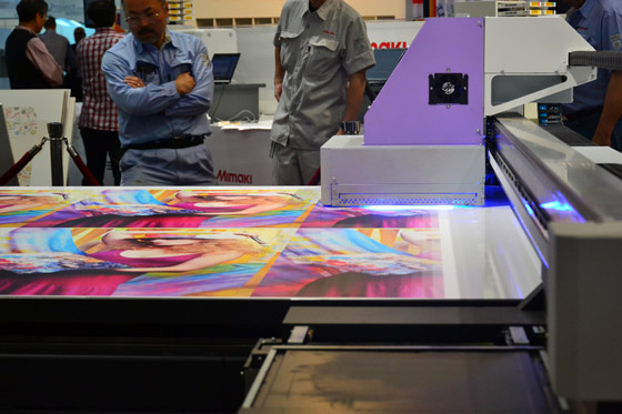 Image of Mimaki JFX 500 printer functioning