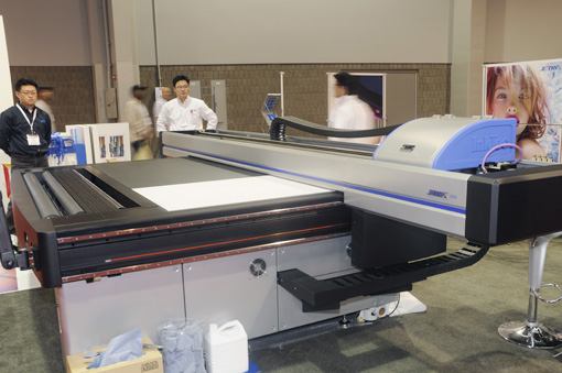 Jetrix 2515 by InkTec, flatbed roll to toll