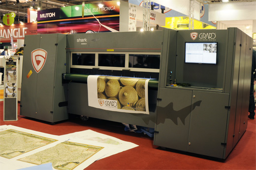 Image of the GRAPO Shark roll-to-roll production UV flatbed printer