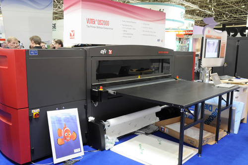 VUTEK QS2000 UV curable Injekt flatbed printer in  efi booth