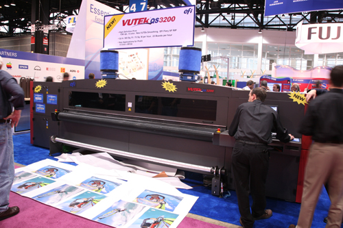 VUTEk QS3200, EFI Vutek QS2000 UV-curable inkjet flatbed screen printers reviews